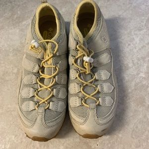 Columbia grippy trail hiking comfort shoes size 7